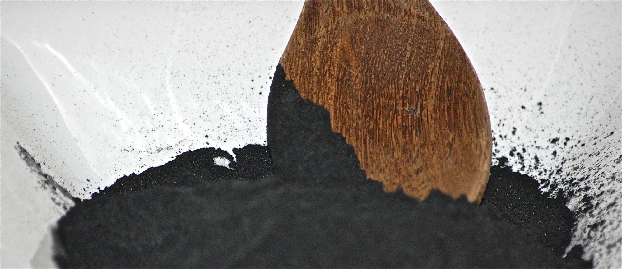 Poudre de charbon végétal